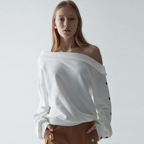 ┃HAEKIM┃ OFF SHOULDER BUTTON SWEATSHIRTSwhite, black